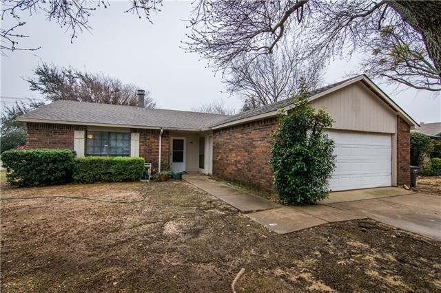 7801 Summerglen Rd, Fort Worth, TX 76133