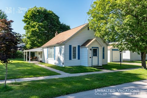 Photo of 321 3rd Ave, Manistee, MI 49660