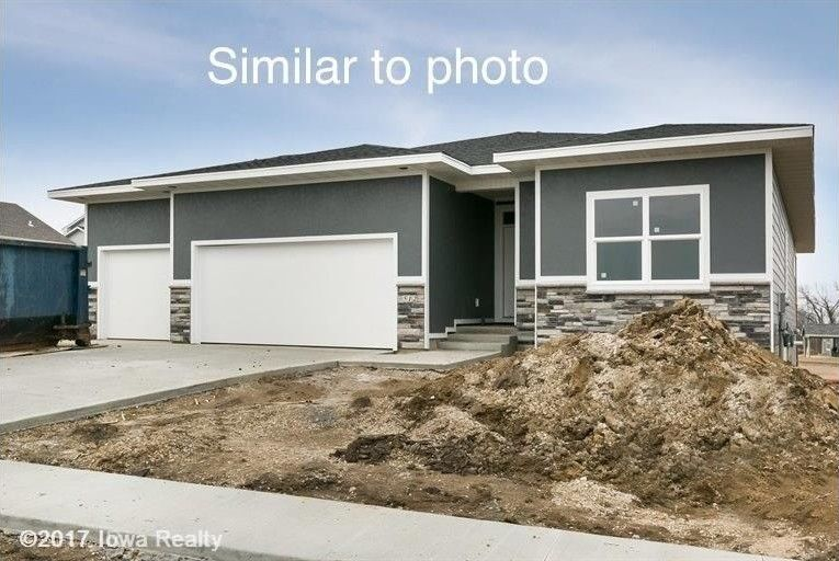 16886 Airline Dr, Clive, IA 50325
