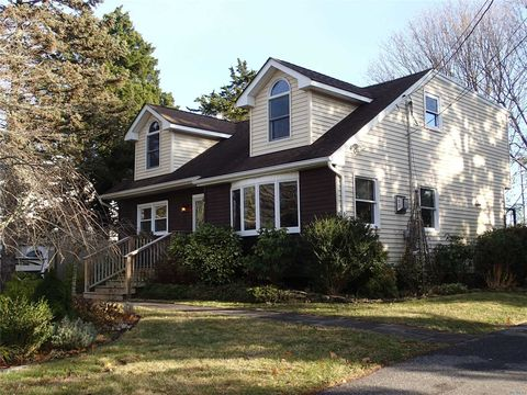 Photo of 6 Sheffield Ln, East Moriches, NY 11940