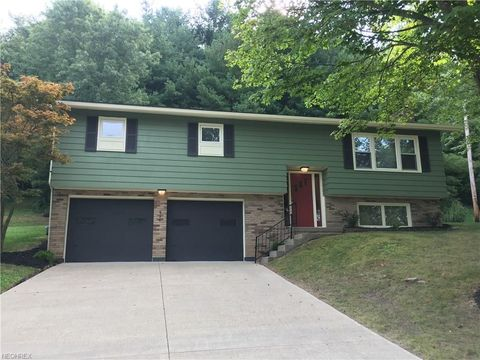 894 Green Dr, Coshocton, OH 43812