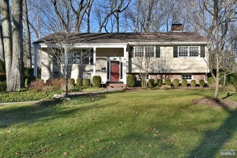 23 James St, Woodcliff Lake, NJ 07677
