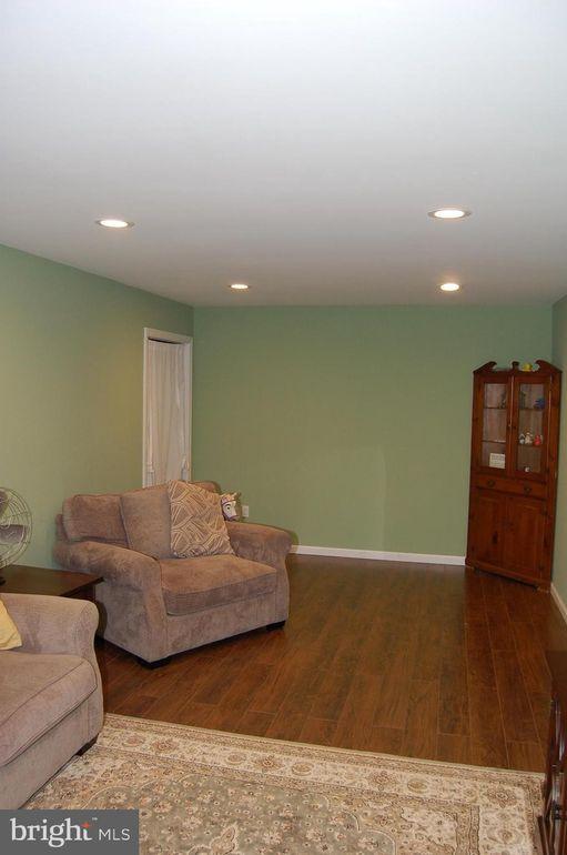 318 Twin Rivers Dr N, East Windsor, NJ 08520  Ashley Home Furniture Weekly Ad on