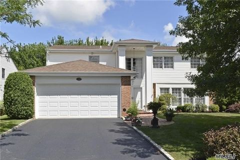 152 Country Club Dr, Commack, NY 11725