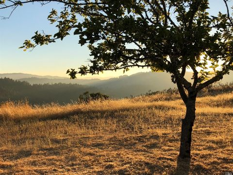 Photo of 18799 Scenic Dr, Redwood Valley, CA 95470