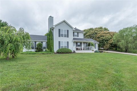 Photo of 26 Wells Valley Dr, Leicester, NC 28748