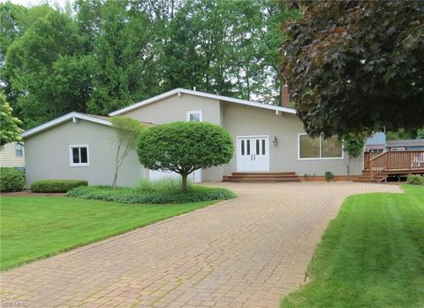 Photo of 140 Frostwood Dr, Cortland, OH 44410