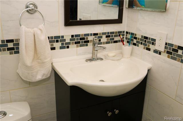 Bathroom Tiles Rockingham 35369 rockingham dr, sterling heights, mi 48310 - realtor®