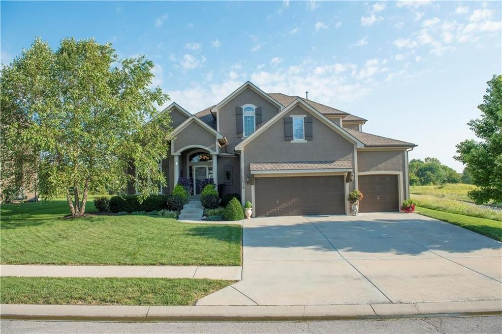 1518 Cross Creek Dr, Raymore, MO 64083