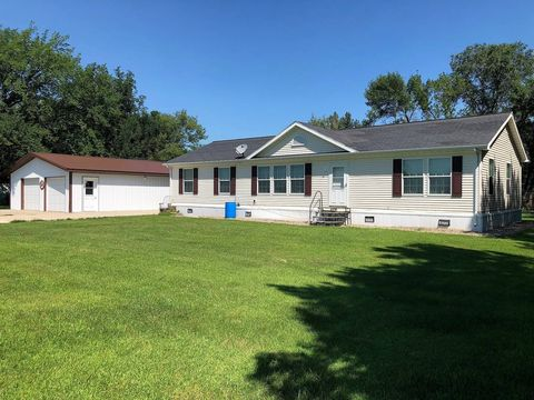400 16th Ave W, Redfield, SD 57469