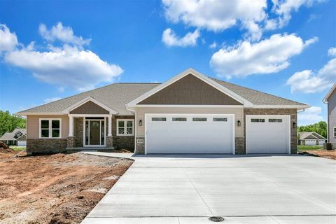 2039 N Gate Rd, Suamico, WI 54313