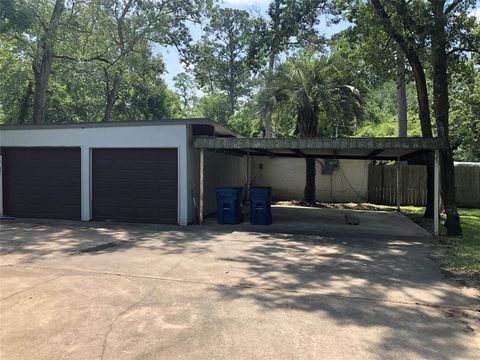 Photo of 1308 Plantation Dr, Dickinson, TX 77539