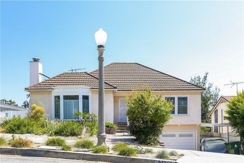 Photo of 10366 Northvale Rd, Los Angeles, CA 90064
