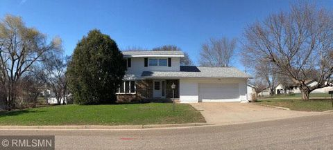 930 Pine St, Prescott, WI 54021