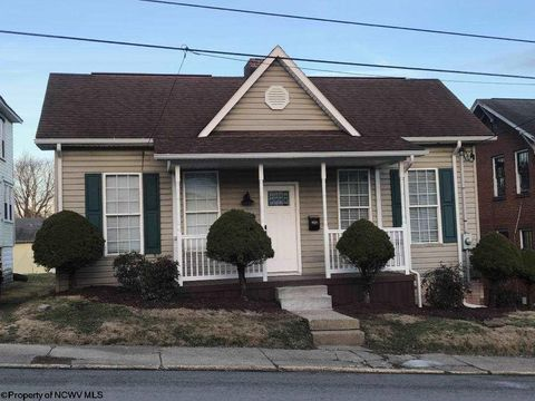 Photo of 819 4th St, Fairmont, WV 26554