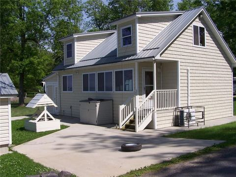Photo of 8592 Brown Rd, Wolcott, NY 14590