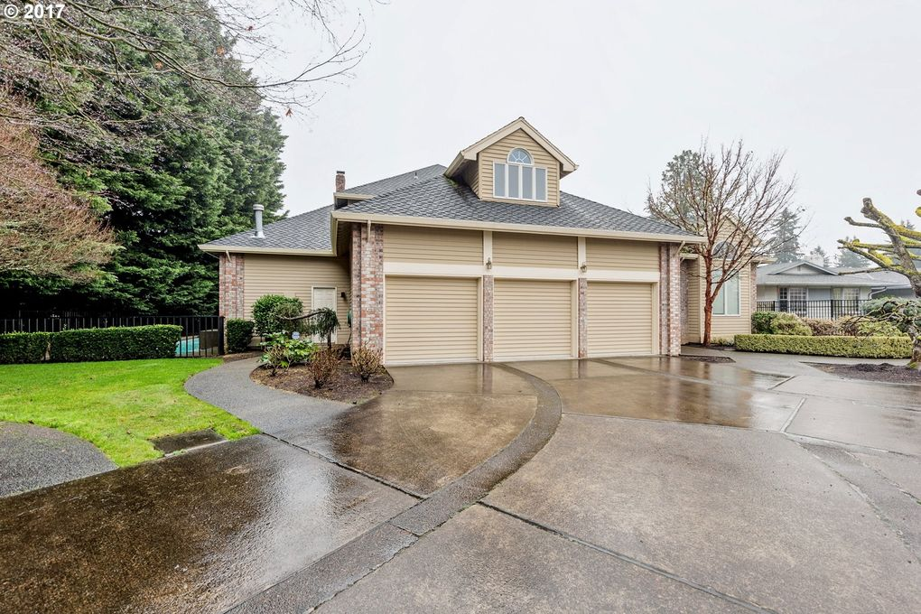 2330 N Country Club Dr, Canby, OR 97013