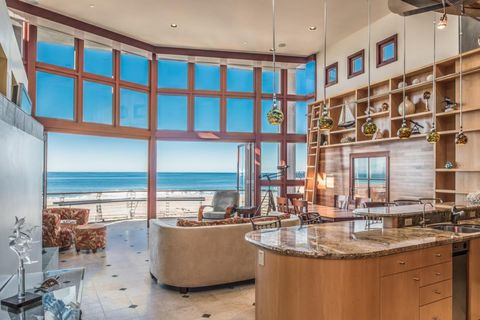 383 Beach Dr, Aptos, CA 95003