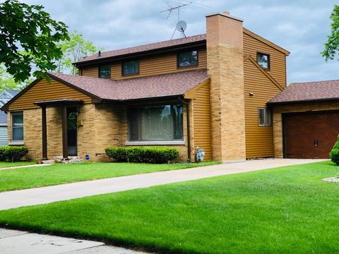 Photo of 3323 Monroe St, Two Rivers, WI 54241