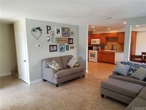 23526 Newhall Ave Apt 2, Newhall, CA 91321