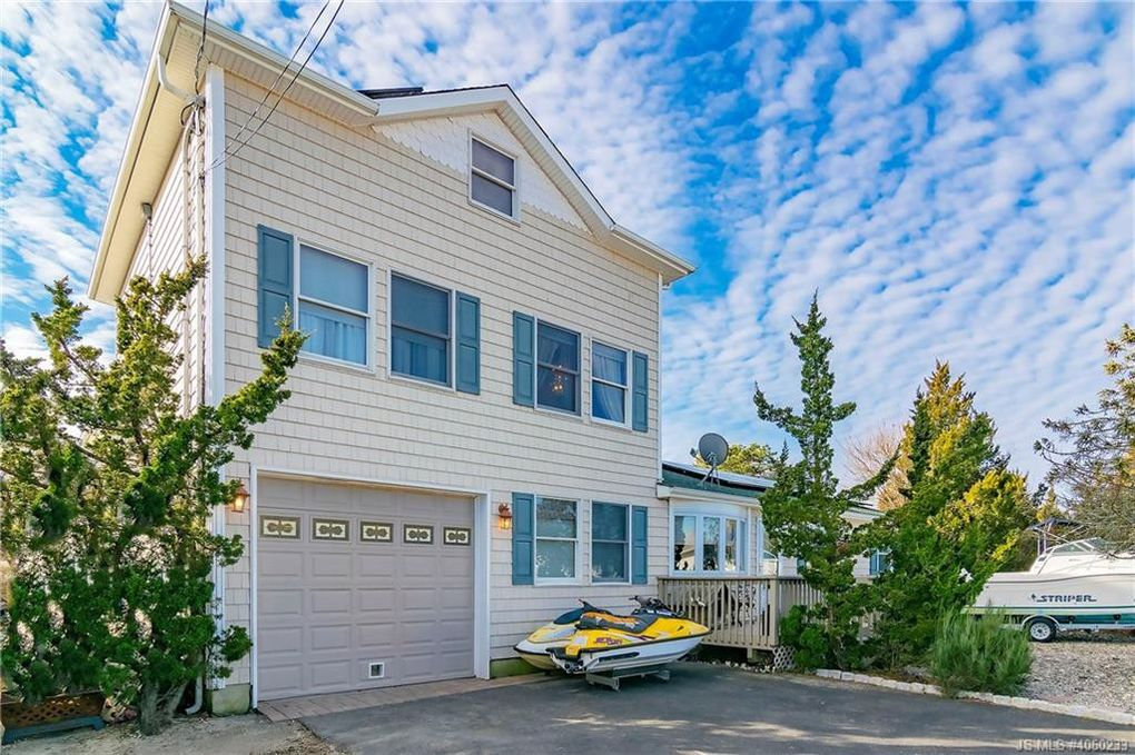 101 Clearwater Dr, Lacey Township, NJ 08731