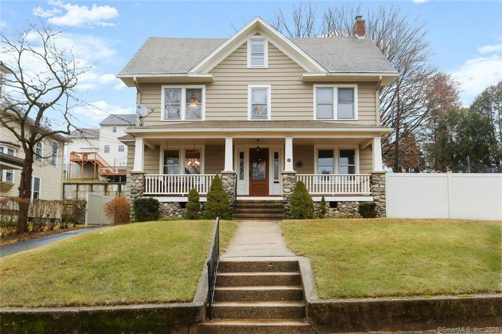 18 1st Ave Seymour, CT 06483