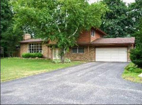 Photo of 119 Wildflower Ln, Crystal Lake, IL 60014