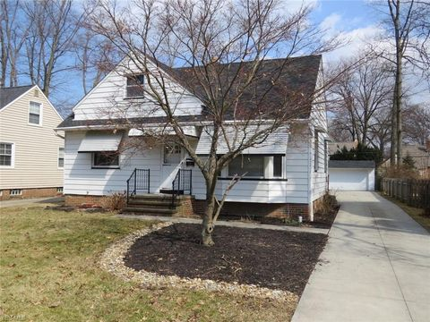 Photo of 537 Huntmere Dr, Bay Village, OH 44140