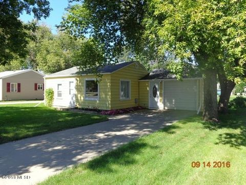 811 3rd Ave Nw, Watertown, SD 57201