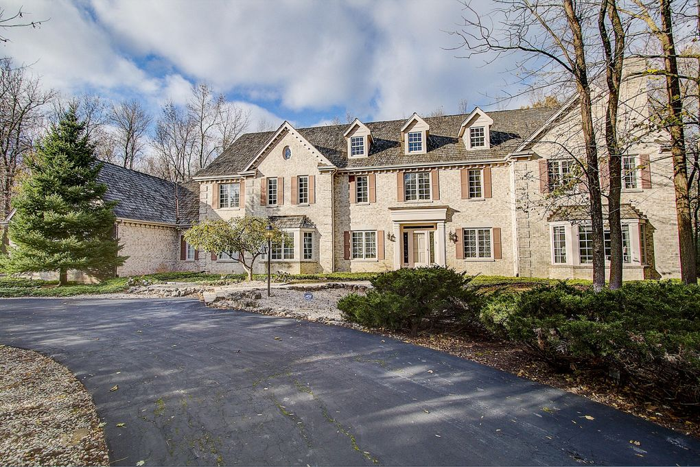 120 W Miller Dr, Mequon, WI 53092
