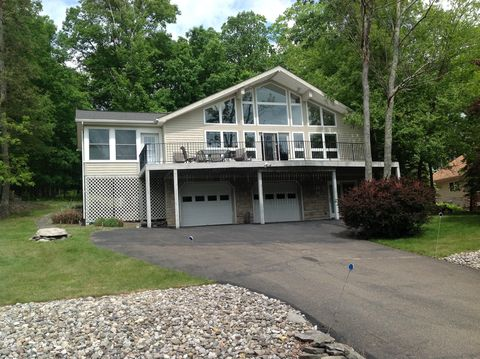218 Brandyshire Dr, Tamiment, PA 18371
