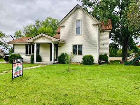 Photo of 734 Lincoln St, Clyde, KS 66938