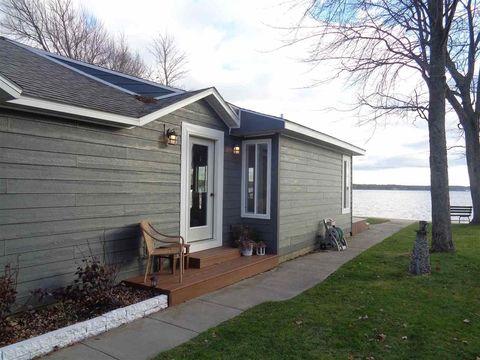 319 Old Trail Dr, Houghton Lake, MI 48629