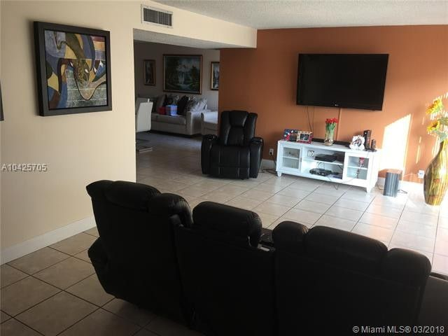 8485 Sw 156th Pl Apt 102, Miami, FL 33193