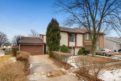 Photo of 30 W125 Lindenwood Dr, Warrenville, IL 60555