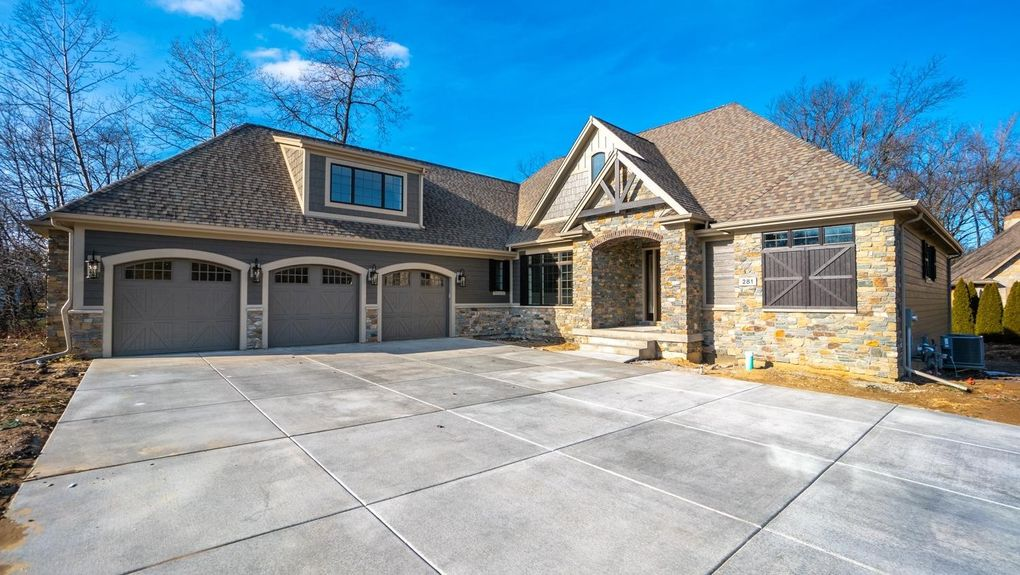 281 Turnberry Dr, Valparaiso, IN 46385
