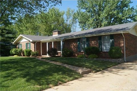 1835 Cottonwood Dr, Imperial, MO 63052