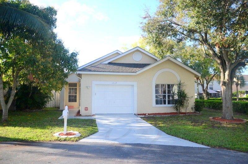1237 Sussex St, Boynton Beach, FL 33436