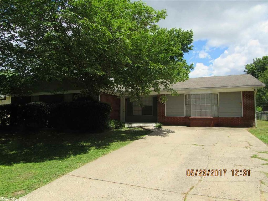 1308 Bellaire Dr, Conway, AR 72034