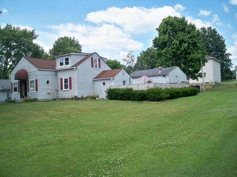 398 Lakeshore Dr W, Hebron, OH 43025