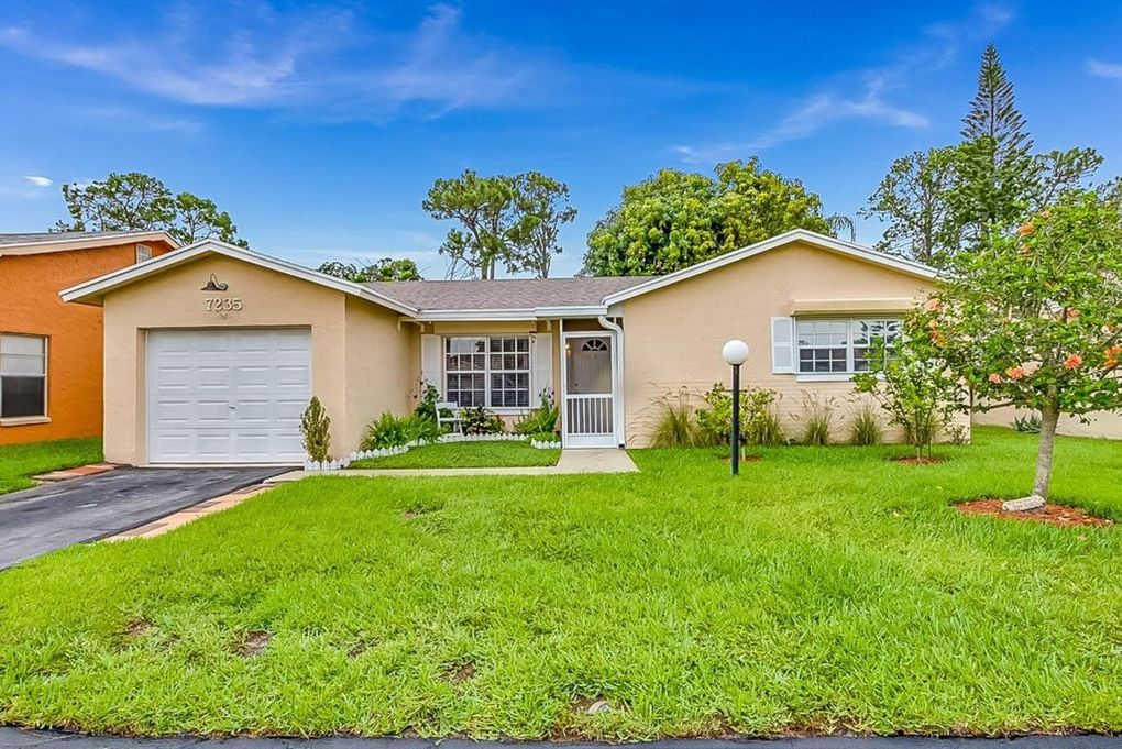 7235 Pine Manor Dr Lake Worth, FL 33467