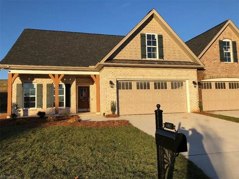 Photo of 601 Plantation Village Dr, Clemmons, NC 27012