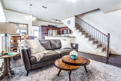 Photo of 1573 Cozy Dr, Fort Worth, TX 76120