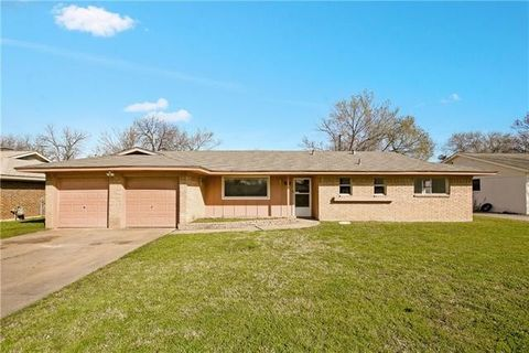 Photo of 432 Crestwood Ter, Hurst, TX 76053