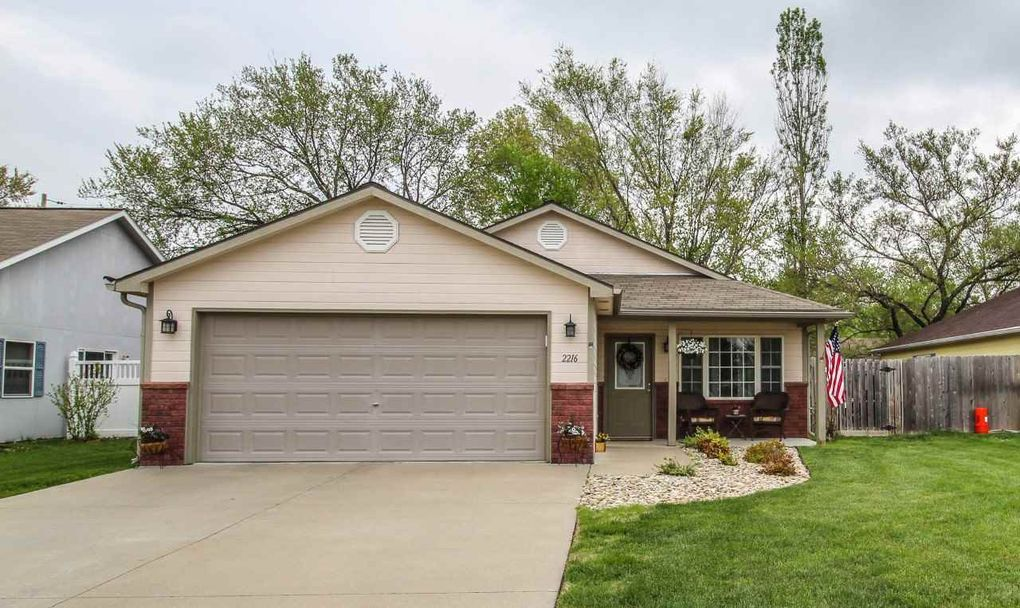 2216 Butternut Ln Manhattan Ks 66502 Realtor Com