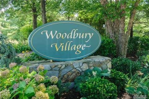 14 Cold Harbour Ln, Woodbury, NY 11797