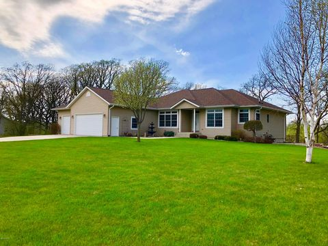 Photo of 115 Savannah Heights Blvd, Lynd, MN 56157