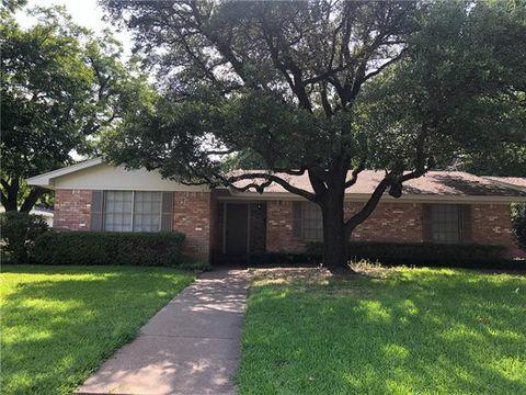Photo of 1306 Sproles Dr, Benbrook, TX 76126