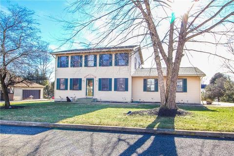 812 American General Dr, Forks Township, PA 18040