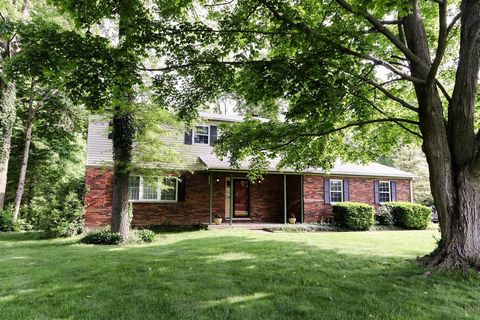 Photo of 7986 Woody Hollow Dr, West Chester, OH 45241